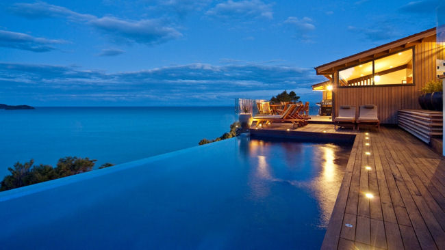Split Apple Retreat infinity pool