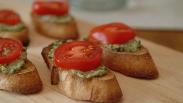 Vegan Recipe: Artichoke-Walnut Pesto Crostini