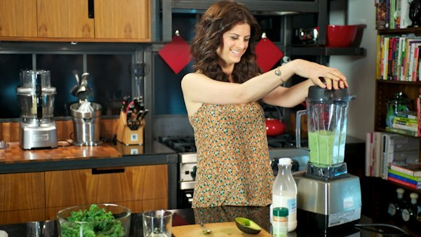 Sara Jane Mercer making green smoothie