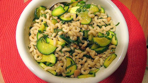 Gluten-free Vegan Recipe: Brown Rice Pasta with Creamy Zucchini Pesto