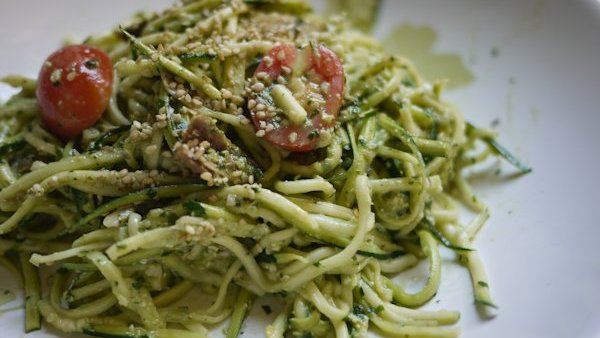 Vegan Recipe: Raw Zucchini Pasta w/Basil Pesto & Tomatoes