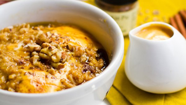 Vegan Breakfast Recipe: Pumpkin Pie Oatmeal with Pumpkin Cream