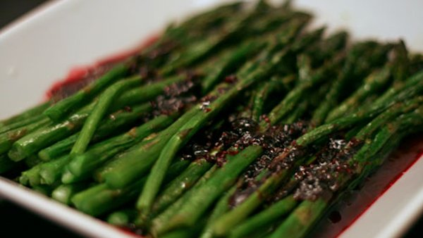 Vegan Recipe: Asparagus with Raspberry Sauce