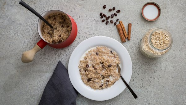 Vegan Breakfast Recipe: Cinnamon Raisin Oatmeal