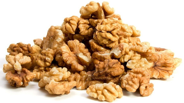 Walnuts Help Control Cholesterol Levels and Blood Vessel Health