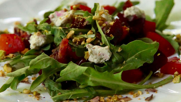 Vegan Recipe: Arugula and Roasted Beet Salad