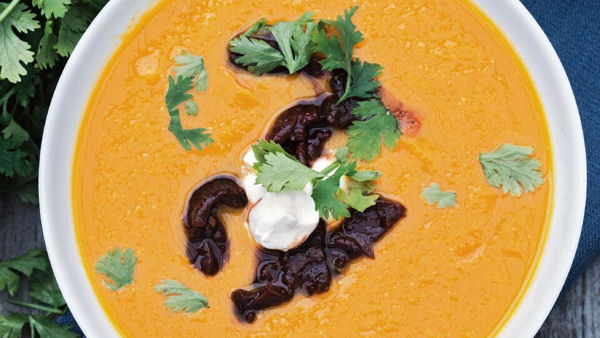 Vegan Recipe: Apple Pumpkin Soup with Chipotle